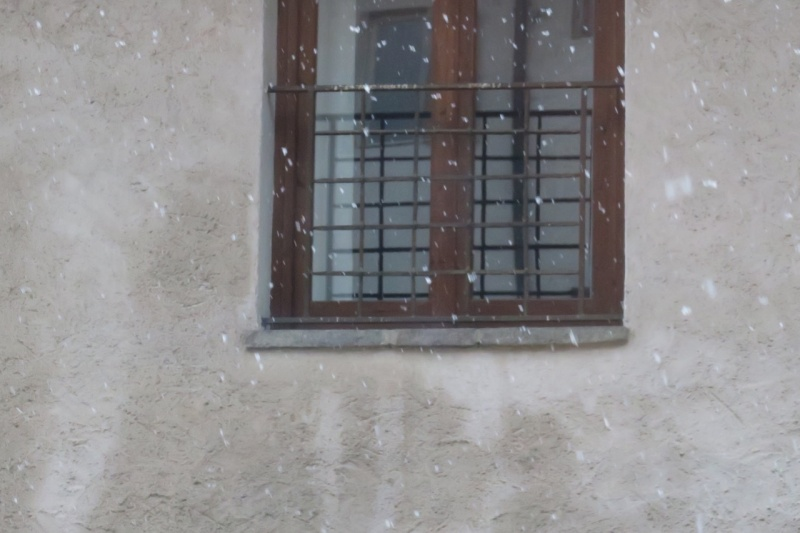 yes, it is snowing